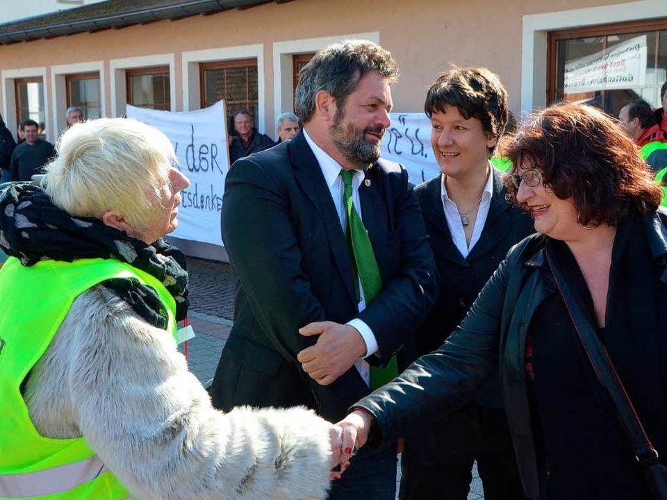 Pfiffe, Protesttransparente, aber auch...elich, Gisela Splett und Reinhold Pix.  | Foto: manfred frietsch
