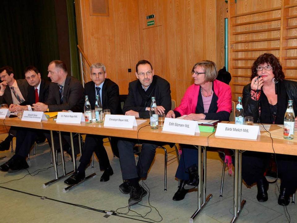 Landtagabgeordnete und Behördenvertreter  | Foto: manfred Frietsch
