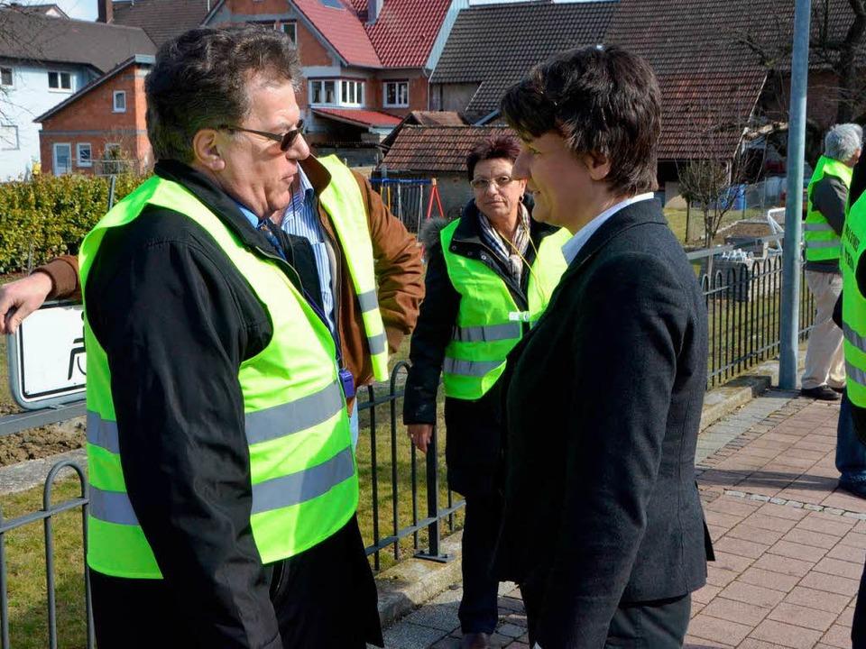 Roland Näger von der BI für den sofort... 31 West im Gespräch mit Gisela Splett  | Foto: manfred Frietsch