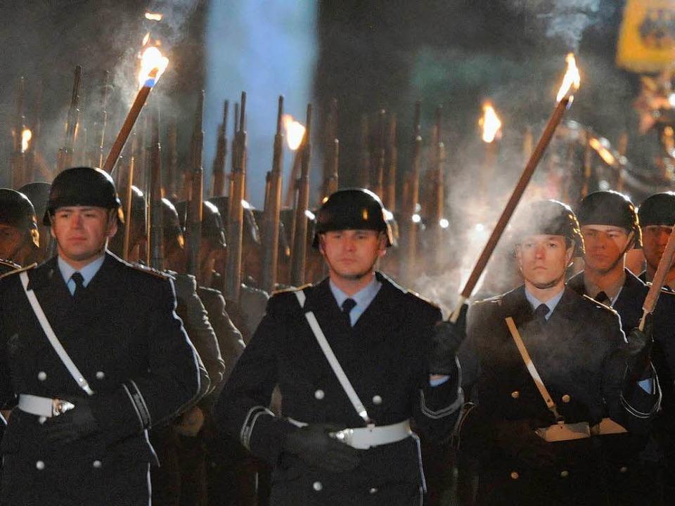 Das Militär veranstaltet ihm zu Ehren eine Parade.   | Foto: DPA