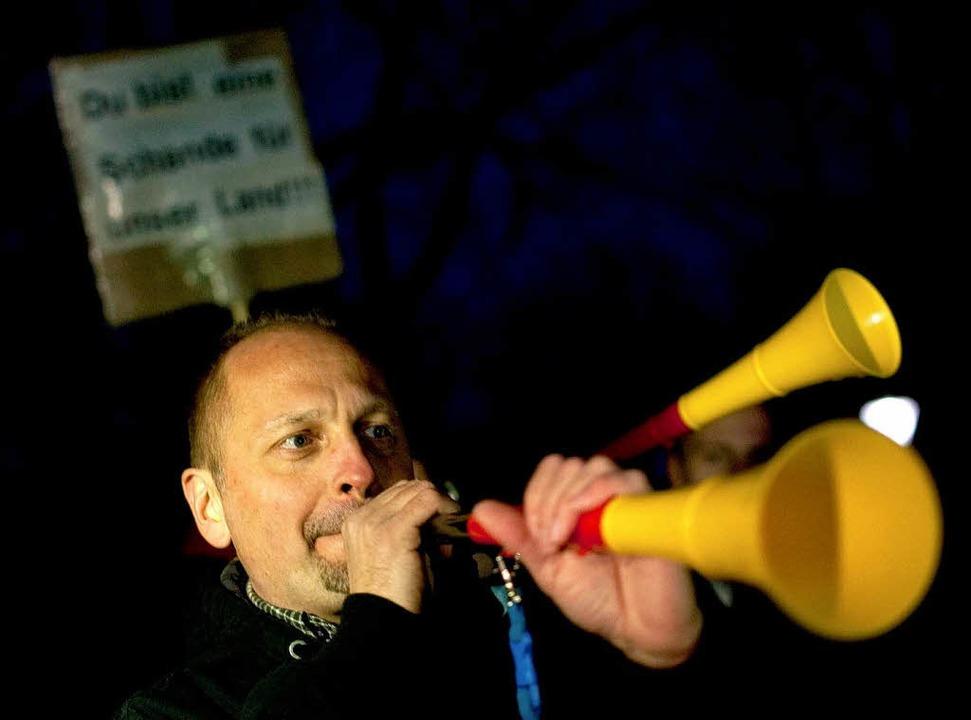Das Summen der Vuvuzelas ist während der Feier deutlich zu hören.   | Foto: DPA