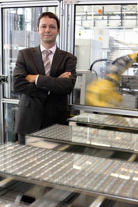 Soitec-Chef Lerchenmüller in der hochautomatisierten Produktion  | Foto: concentrix