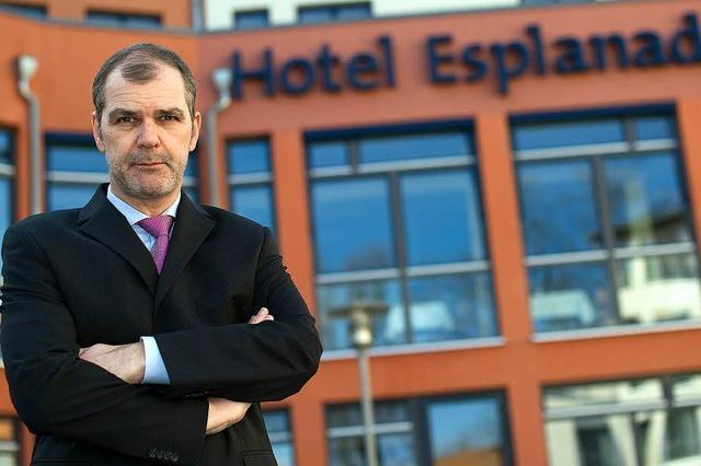 Hotelier darf Nazi abweisen