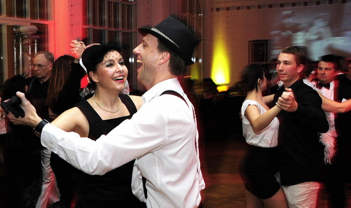 Stilvoller Tanz in klassischem Schwarz...Tanzparty bei Gutmann im Friedrichsbau  | Foto: thomas kunz