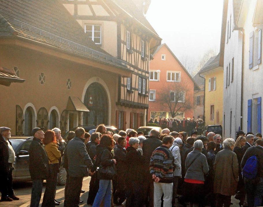 """Mit so viel Andrang hatte  die Initiat...ersten  Rundgang durch die Stadt.         Foto: Initiative """"Jüdische Spuren in Sulzburg"""""""