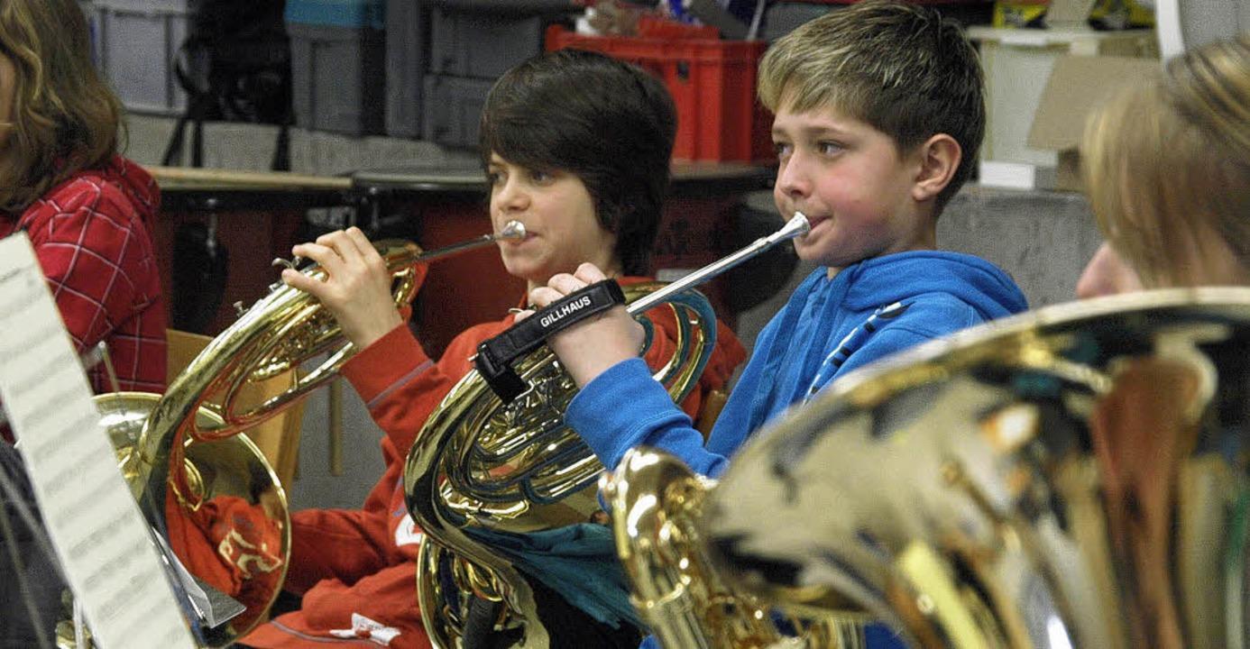 Mit der Erfolgsstory der Bläserjugend ...on etlichen Jungmusikern gespielt wird  | Foto: Karin Stöckl-Steinebrunner