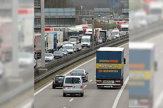 Unfall in Basel: Stau bis über die Grenze hinweg