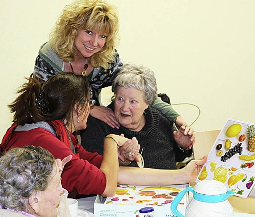 Auch  Erinnerungsspiele, hier mit  Lei...um Programm der Betreuungsnachmittage.  | Foto: Mario Schöneberg