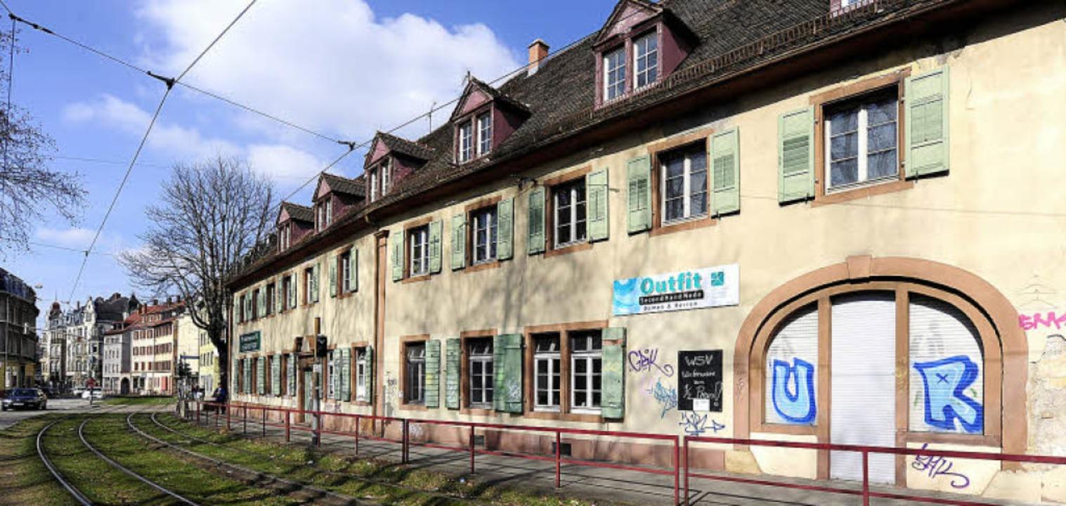 Der mittlere Teil des Dreikönigshauses...l  nach BZ-Informationen verschwinden.  | Foto: Ingo Schneider