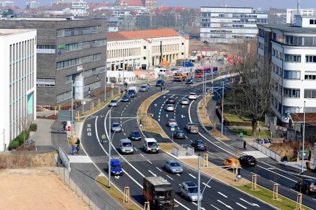 Zehn Millionen Euro hat der vierspurig...ige Westtangente offiziell eingeweiht.    Foto: Ingo Schneider