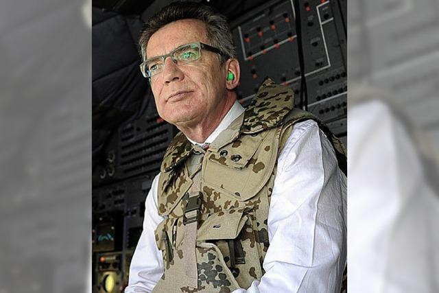 Verteidigungsminister de Maizière zu Gast in Kabul