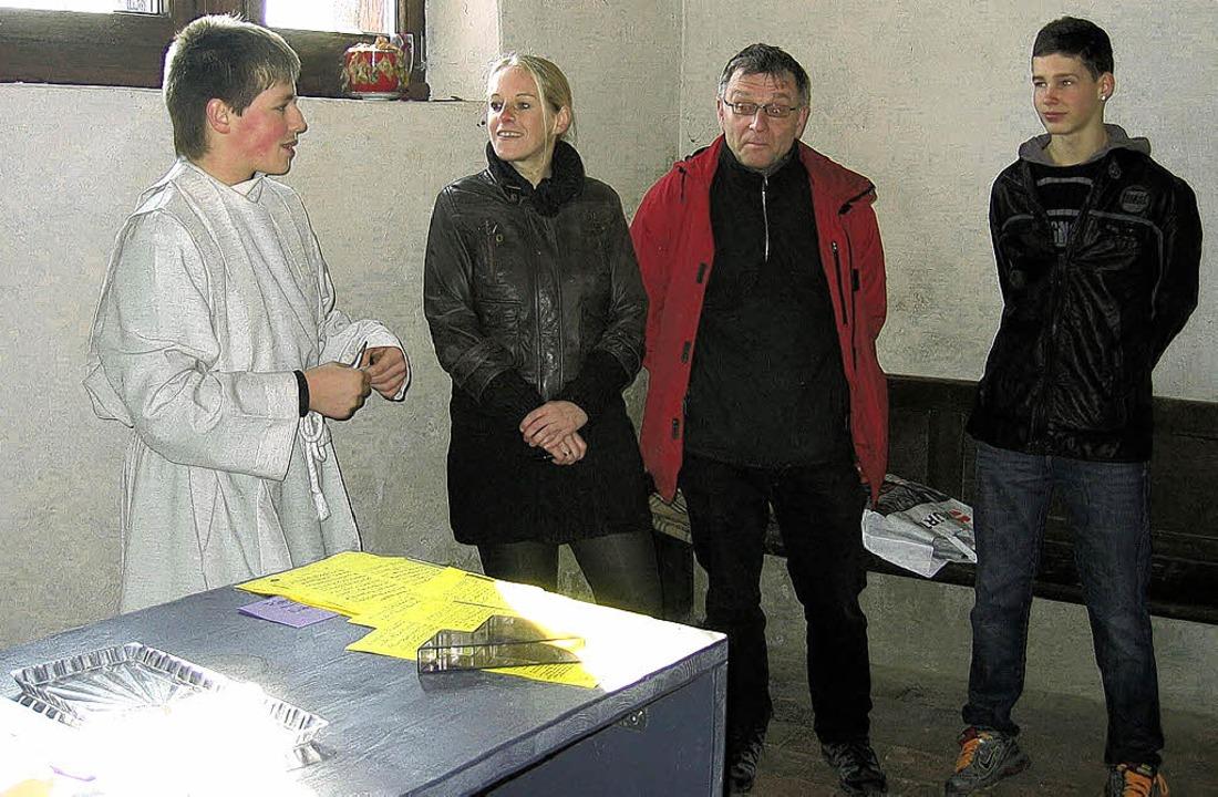Die Neuntklässler Max Unger und Felix ...äftigte sich mit der Michaelskapelle.   | Foto: Privat
