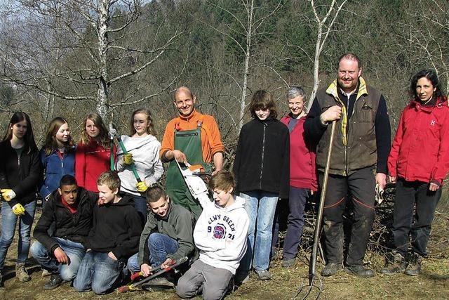 Junge Landschaftspfleger am Werk
