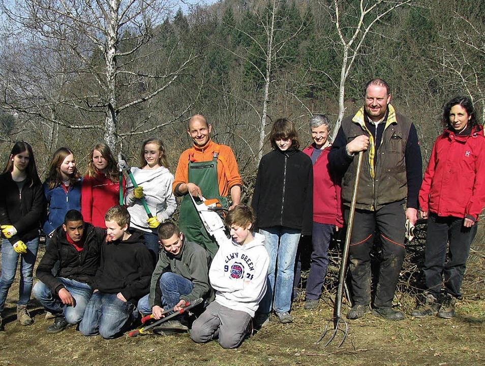 Schüler, Lehrer, Eltern sowie Landwirt...dschaft im Münstertal offen zu halten.  | Foto: M. lange