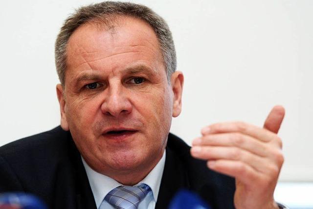 Minister lässt V-Leute abschalten – Hoffnung auf ein NPD-Verbot