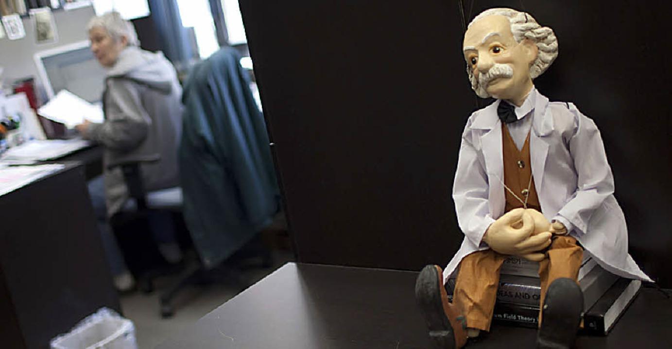Physiker als Puppe: Einstein in der Hebräischen Universität   | Foto: dpa/afp