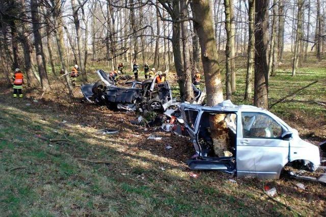 Erneut Toter bei Unfall auf der A5: Kleinbus verunglückt