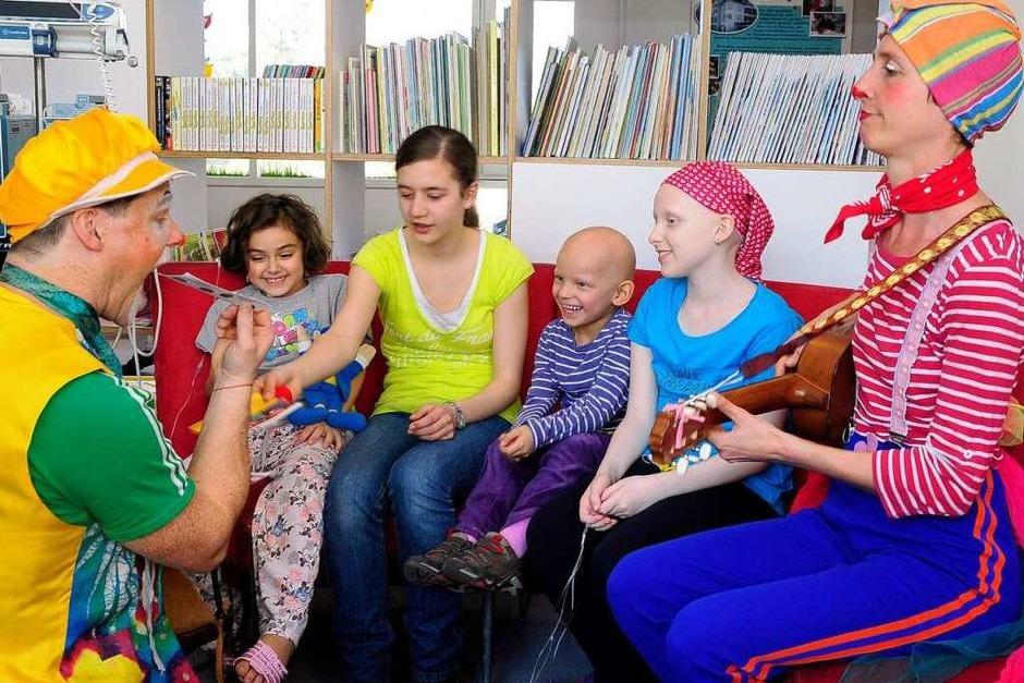 Viel Spaß mit den Klinikclowns: Auf der Kinderkrebsstation wurde viel gelacht. (Foto: Thomas Kunz)
