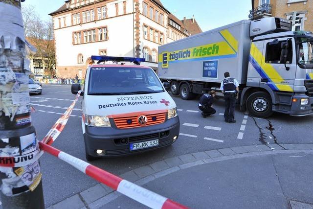 Unfall auf der Eschholzstraße: Laster fährt Mann um