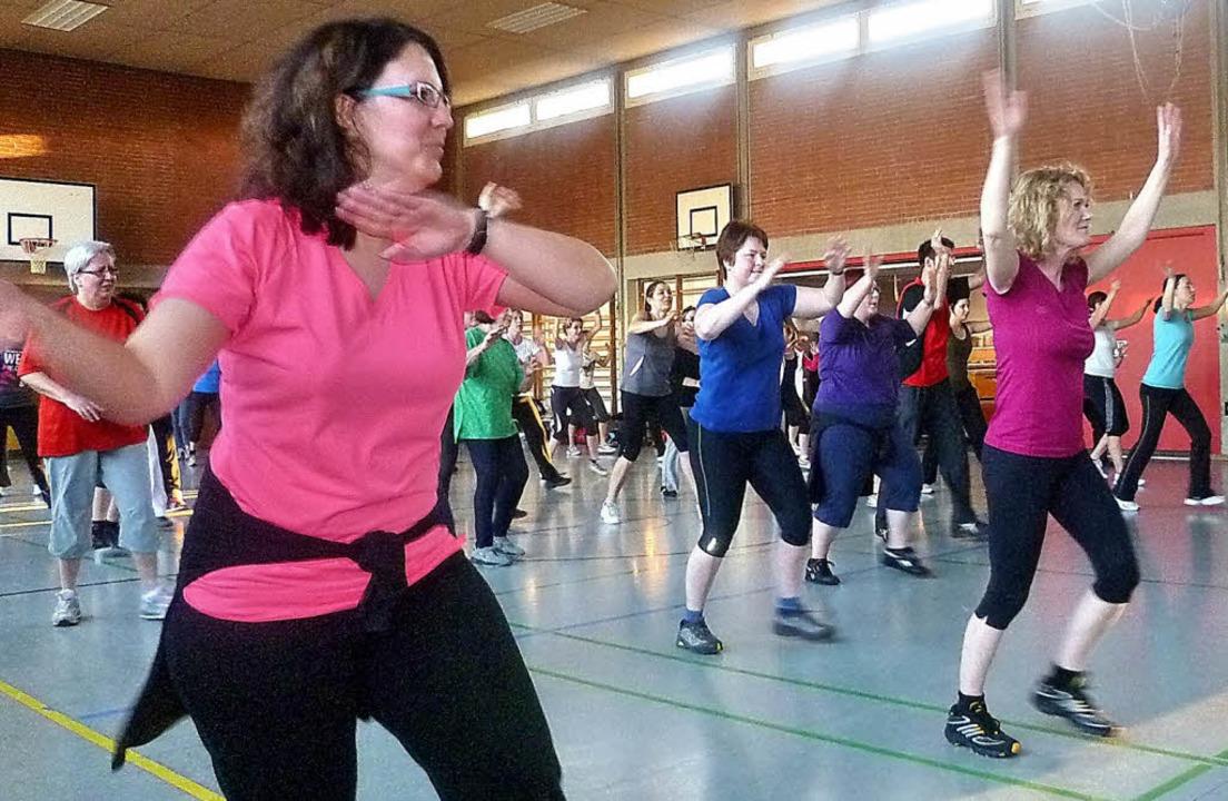 Freude an der Bewegung zu temporeicher...chen Teilnehmern aller Altersklassen.     Foto: Claudia Gempp