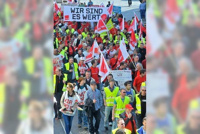 Freiburg: 2000 Beschäftigte demonstrieren im öffentlichen Dienst