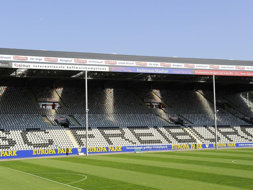 Aus- oder Neubau? Das Stadion des SC Freiburg.  | Foto: INGO SCHNEIDER