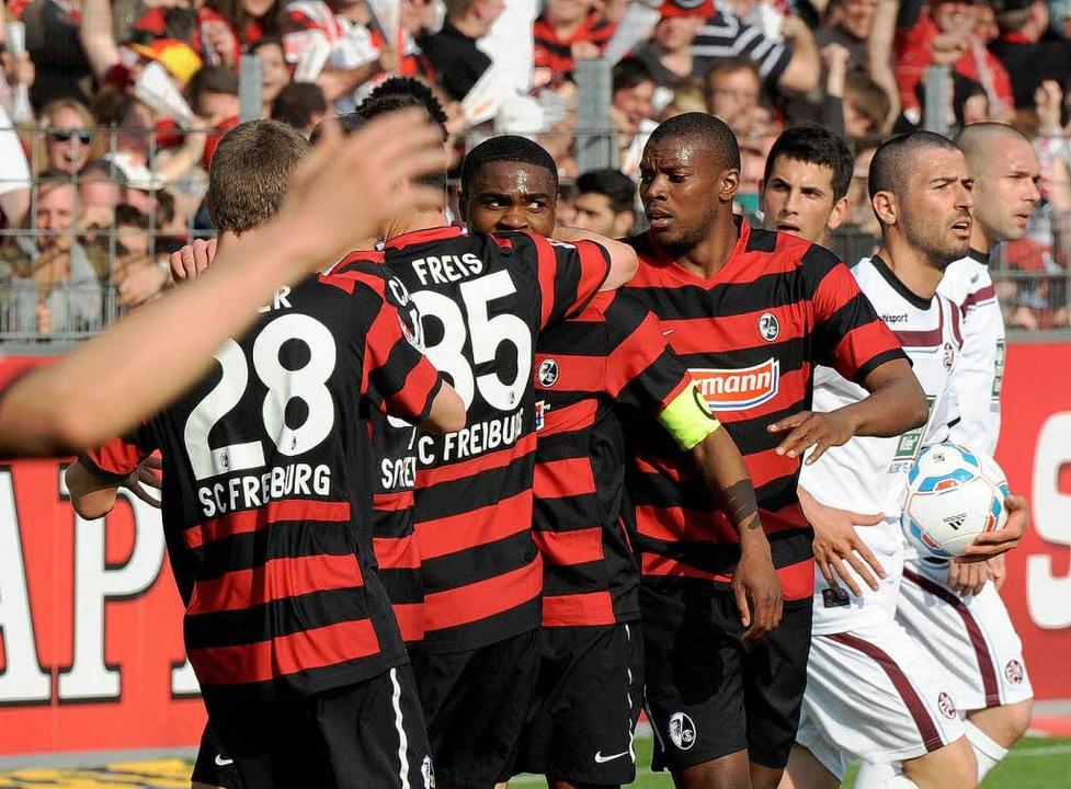 Cedrick Makiadi lässt sich für sein 2:0 feiern.    Foto: Michael Heuberger
