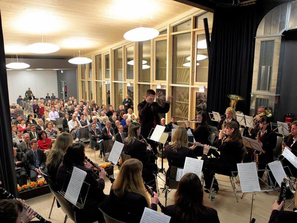 Der Musikverein Harmonie Dinglingen un... den musikalischen Rahmen zum Festakt.  | Foto: Christoph Breithaupt