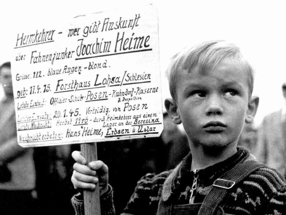 Ein kleiner Junge, der nach Kriegsende nach seinem Vater suchte.  | Foto: dpa