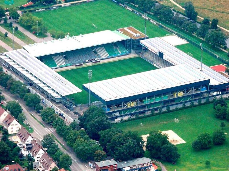 Das SC-Stadion an der Schwarzwaldstraß...Gutachten soll den Umbau untersuchen.     Foto: Joachim Röderer