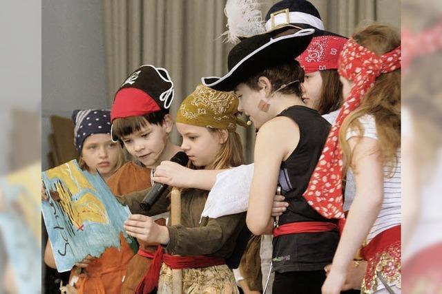 Die Ebneter Piraten tanzen zur Blasmusik