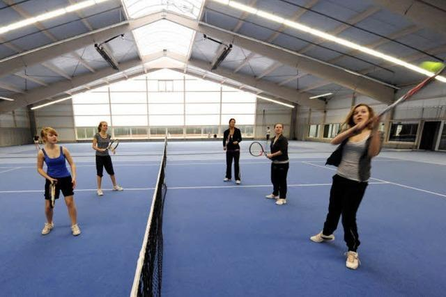 In der neuen Tennishalle des TC Schönberg läuft der Probebetrieb