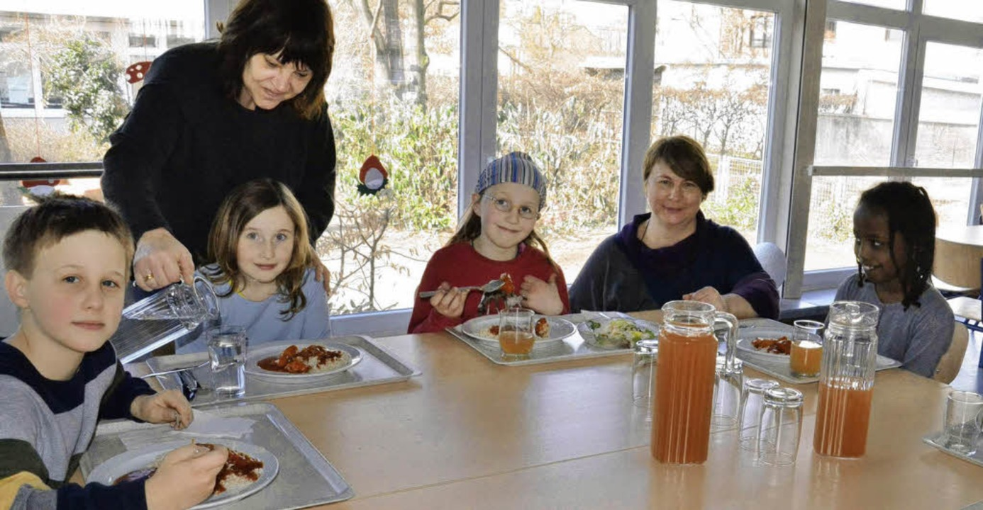 Das Essen in der Mensa der Bärenfelsschule kommt bei den Schülern sehr gut an.   | Foto: Martina Weber-Kroker
