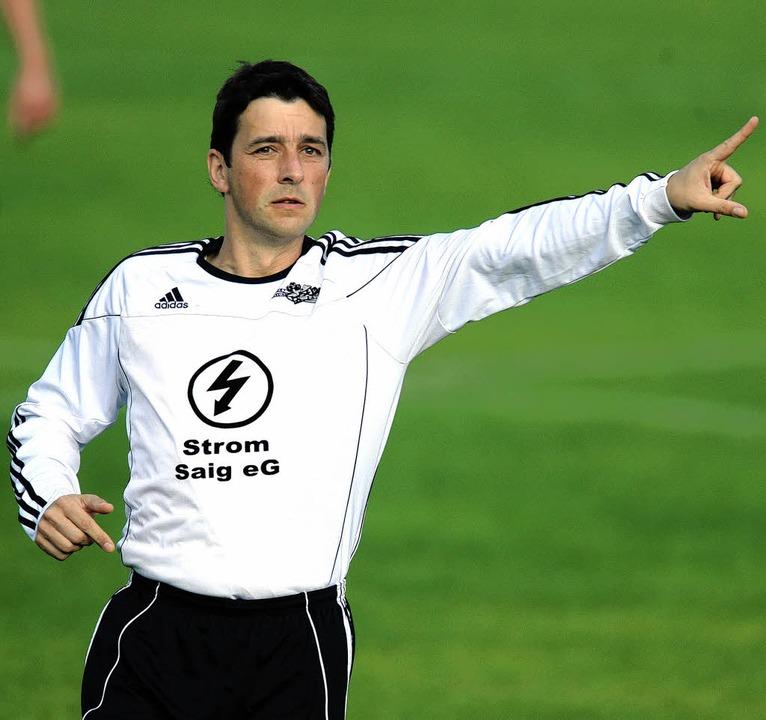 Trainer Andreas Binder gibt beim SV Sa...nn Not am Mann ist, auch als Spieler.   | Foto: Seeger