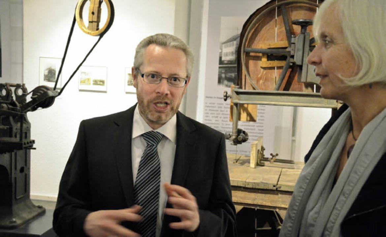 Valentin Kaltenbach im Gespräch mit Oberbürgermeisterin Gudrun Heute-Bluhm.  | Foto: Barbara Ruda