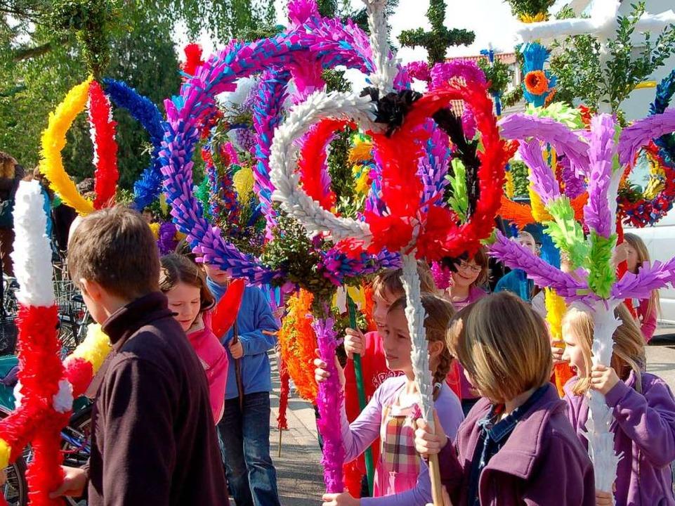 Wie hier in Gundelfingen am Palmsonnta...rchen ein rauschendes Fest der Farben.  | Foto: Andrea Steinhart