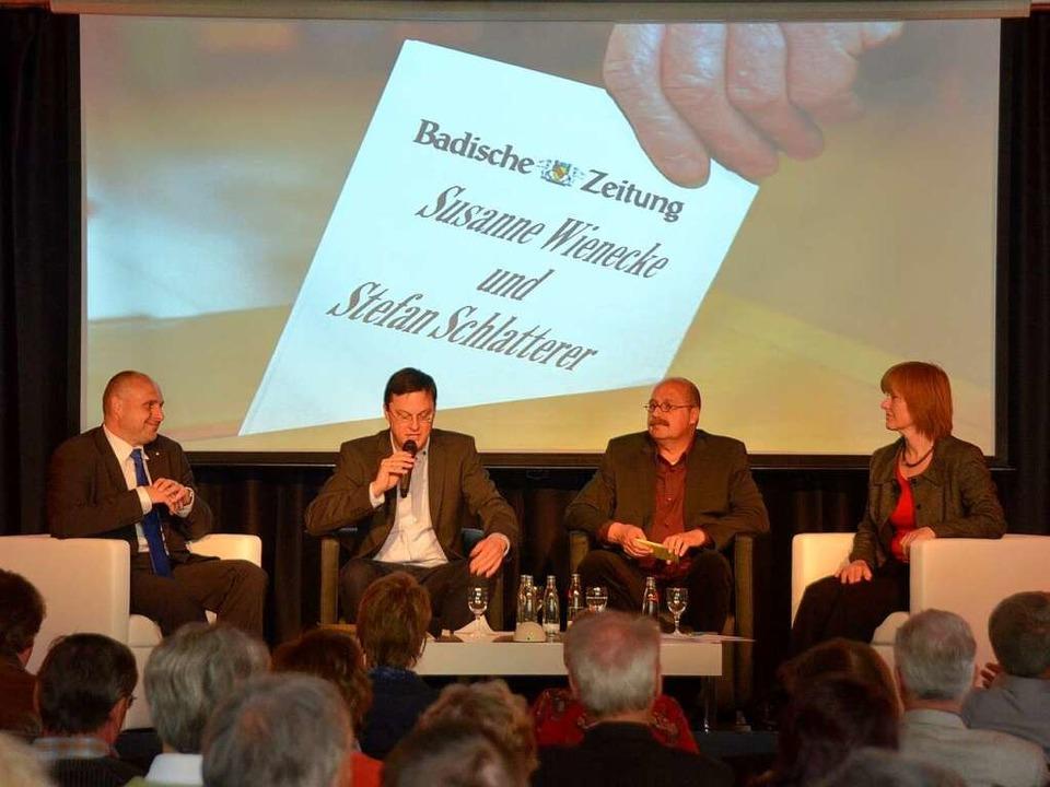 Auf der Cinemaja-Bühne (von links):  S..., Gerhard Walser  und Susanne Wienecke  | Foto: Hans-Jürgen Truöl