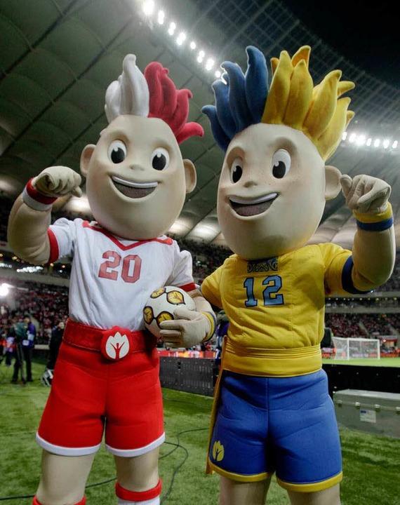 Slavek (links) und Slavko (rechts) sin...ball-Em 2012 – und ein Ärgernis.    Foto: dapd