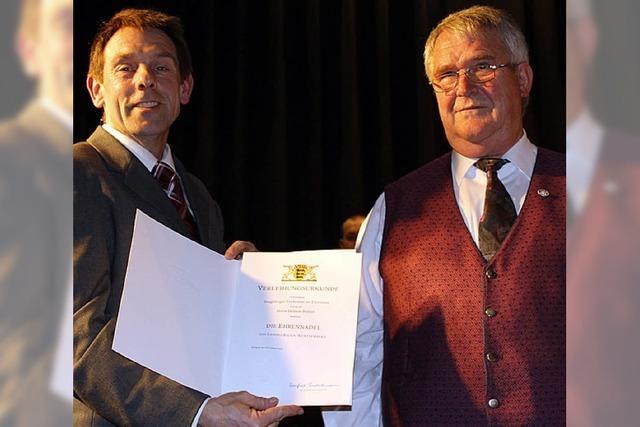 Ehrennadel für Helmut Bühler