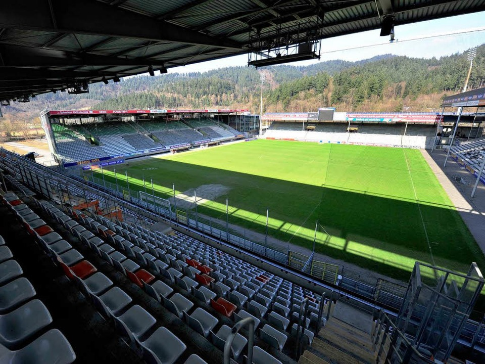 Ein Umbau des bestehenden SC-Stadions ... Firma Freyler in Auftrag gegeben hat.  | Foto: Ingo Schneider