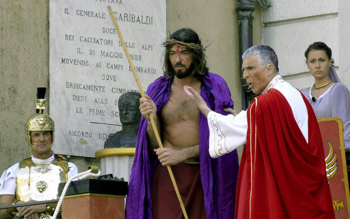 Der gerade gegeißelte Jesus mit Dornen...Pontius Pilatus auf der Piazza Libertà