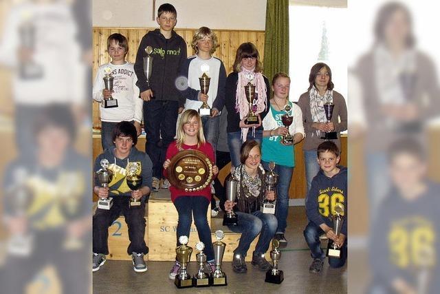 Viele Pokale für die Ski-Kinder