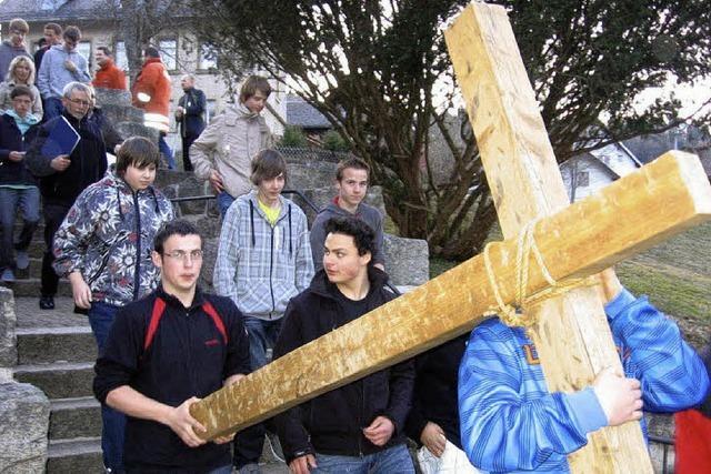 Last des Kreuzes teilen