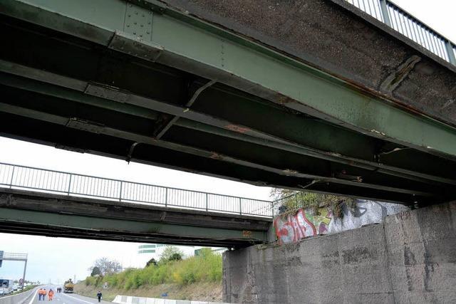 Lastwagen rammt zwei Brücken – A5 bei Heidelberg gesperrt