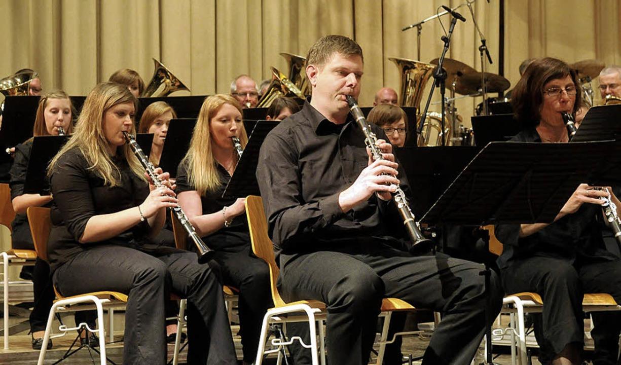 Anspruchsvolles Konzert unter neuem Di... Heiligenzell in der Sternenberghalle     Foto: wolfgang künstle