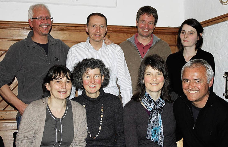 Wechsel im Volleyball-Vorstand. Stehen... Sauer, Hans-Peter Gehl (jeweils v.l.)  | Foto: Verein