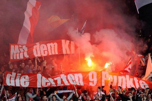 Pyrotechnik im SC-Stadion – Frau erleidet Verbrennungen