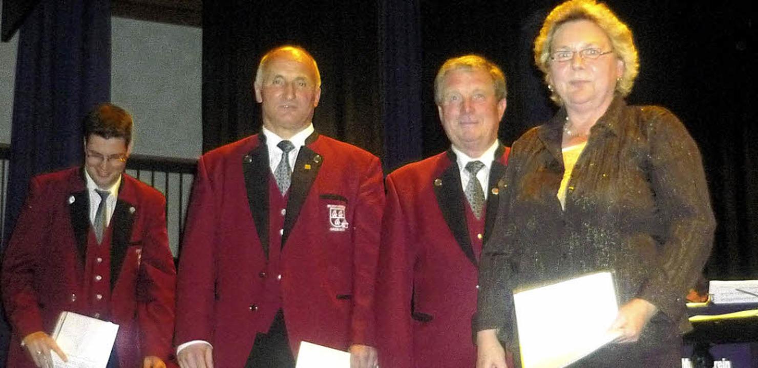 Vorsitzender Björn Heitzmann mit den G...annischen Musikverbandes (von links).   | Foto: Wolfgang Grether