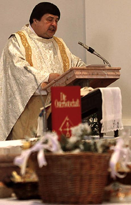 Glaube und Zuversicht: Pfarrer  Klaus Fietz hielt in Hochsal die  Osterpredigt.    Foto: Claus Tröndle