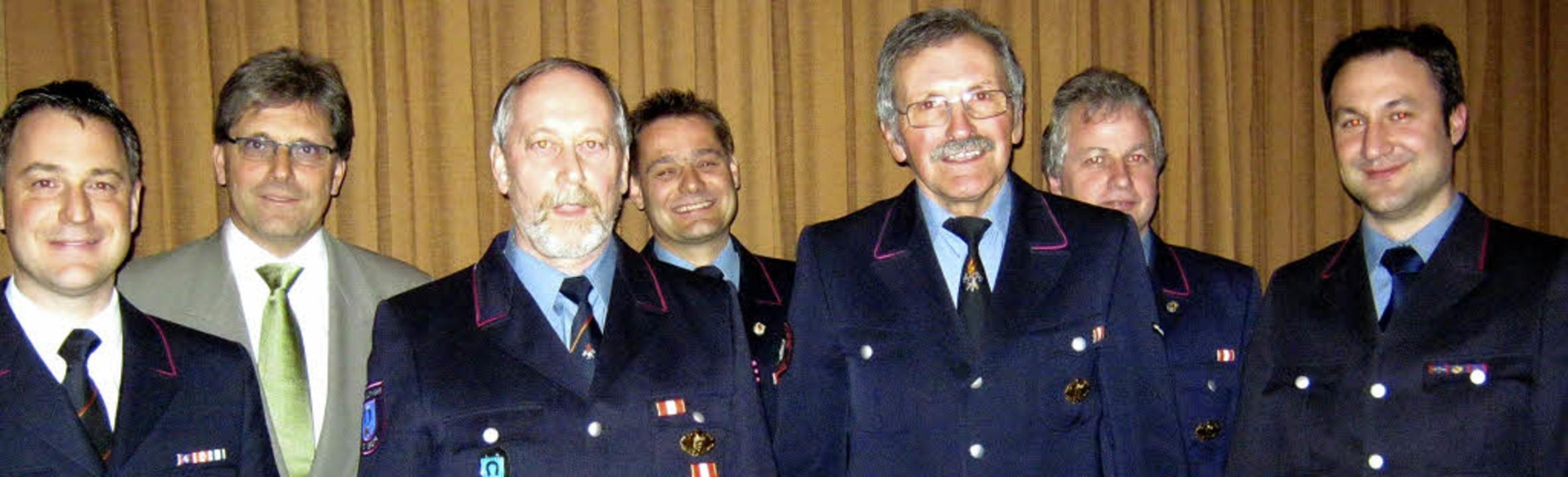 Geehrt für 50 Jahre Dienst bei der Sch...nten und Bürgermeister Jörg Czybulka.   | Foto: Freyer